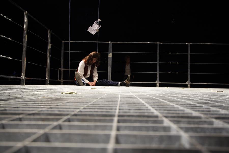 Anne Alvaro – Vous n'avez pas fini de ne pas entendre parler de moi La Tour - Théâtre de Gennevilliers – Salle Maria Casares – 1997 ©Philippe ABRIEUX