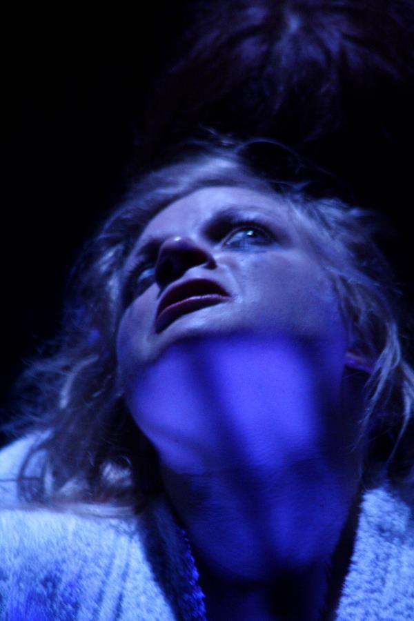 Anne Lise Heimburger – Finir en torche humaine La Tour - Théâtre de Gennevilliers – Salle Maria Casares – 1997 ©Philippe ABRIEUX