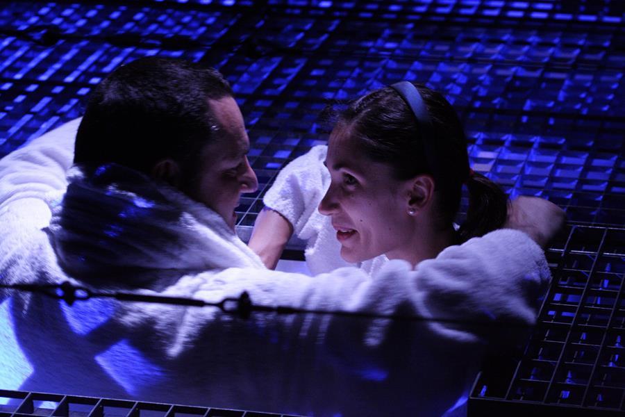 Eric Forterre et Lisa Martino / Semence  La Tour - Théâtre de Gennevilliers – Salle Maria Casares – 1997 ©Philippe ABRIEUX