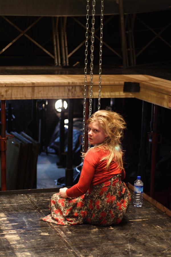 Anne Lise Heimburger – L'idiote du village  La Tour - Théâtre de Gennevilliers – Salle Maria Casares – 1997 ©Philippe ABRIEUX