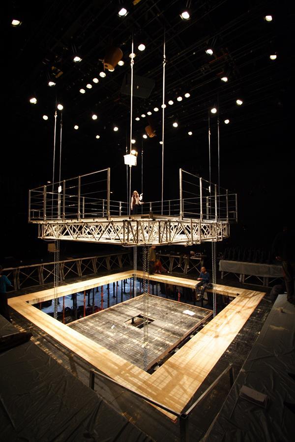 La tour – Au nord La Tour - Théâtre de Gennevilliers – Salle Maria Casares – 1997 ©Philippe ABRIEUX