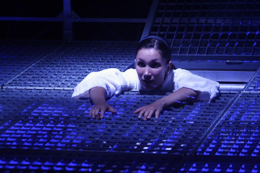 Lisa Martino - Ailleurs  La Tour - Théâtre de Gennevilliers – Salle Maria Casares – 1997 ©Philippe ABRIEUX